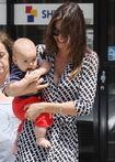 11013 Preppie Miranda Kerr out with baby Flynn at the nail salon 5 122 429lo