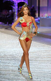 One-Miranda-looks-2008-Victoria-Secret-show