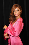 528002977-miranda-kerr-poses-backstage-at-the-gettyimages