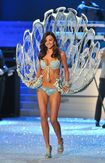 Miranda-kerr-2011-victoria-s-secret-fashion-show-24