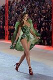 Victorias-secret-fashion-show-2012-miranda-kerr-027