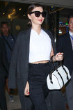 Miranda-Kerr-at-LAX-Airport-in-LA--04.jpg.949d4084241f68a05fc5f20db524878c