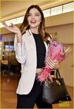 Miranda-kerr-gets-tons-of-flowers-at-haneda-airport-02