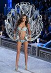 Miranda-kerr-2011-victoria-s-secret-fashion-show-26