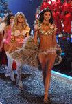 66908 celebutopia.net Victoria08s Secret Show 9736 122 1083lo