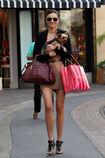 27875 celebrity-paradise com-The Elder-Miranda Kerr 2010-02-01 - shopping at Victoria Secrets 159 122 81lo