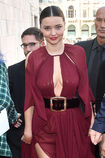 Miranda-kerr-arrives-at-the-koradior-show-during-milan-fashion-week-picture-id610523054