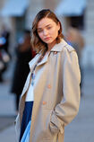 57f536d1f27a9 Photos-Miranda-Kerr-s-offre-un-shooting-pour-Vuitton-sur-la-plus-luxueuse-place-de-Paris portrait w674(8).jpg.ac8fb614b1b7bc7c585a022224f9ad70