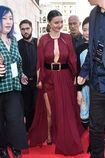 Miranda-kerr-arrives-at-the-koradior-show-during-milan-fashion-week-picture-id610523092