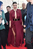 Miranda-kerr-arrives-at-the-koradior-show-during-milan-fashion-week-picture-id610523070