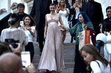 Miranda-kerr-leaves-the-koradior-show-during-milan-fashion-week-2017-picture-id610523104