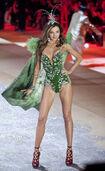 Miranda-kerr-runway-victorias-secret-fashion-show-wenn-11011206