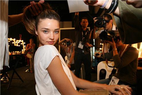 File:076299-backstage-at-australian-fashion-week-in-sydney-for-t-5968828-jpg.jpg