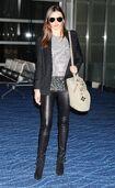15944 Miranda Kerr at Tokyo Haneda Airport Japan January 27 2012 008 122 477lo