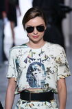 182933727-miranda-kerr-walks-the-runway-prior-to-the-gettyimages