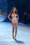 Miranda-kerr-runway-victorias-secret-fashion-show-wenn-11011202