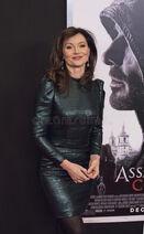 Australian-actress-essie-davis-luscious-stylish-arrives-new-york-premiere-assassin-s-creed-december-action-82505092