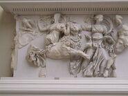 800px-Pergamonmuseum - Antikensammlung - Pergamonaltar 37