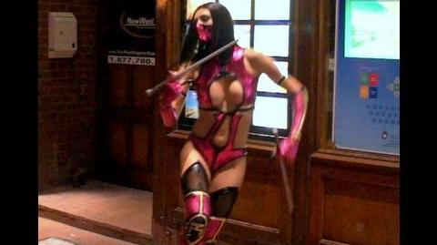 Adrianne Curry at Comic Con 2013 as Mileena