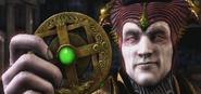 Shinnok holding Amulet MKX