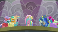 Fluttershy stepping onto the stage S8E7