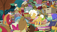 Goldie looks for Apple family history book S7E13