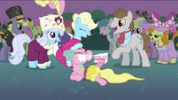 Pinkie Pie eating cake S2E26