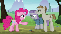 Pinkie Pie forcing a grin at Mudbriar S8E3