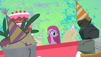 Pinkie Pie listening to her inanimate friends S1E25