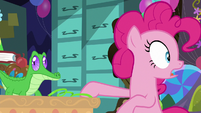 Pinkie Pie suddenly looking behind her S7E23