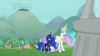 Ponies cheering over their victory S9E25
