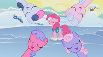 Ponies singing around Pinkie Pie S1E11