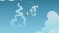 Rainbow and Gilda fly through cloud rings S5E8