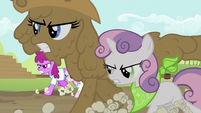 Rarity and Sweetie Belle running 2 S2E05
