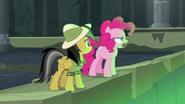 S07E18 Pinkie Pie jest zdeterminowana by uwolnić przyjaciółkę