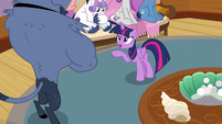 Twilight Sparkle complaining to Iron Will S7E22