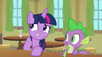 Twilight looking a little embarrassed S9E5