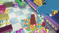 Flurry Heart makes a mess of toys in the store S7E3