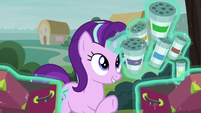 Starlight holding her campfire spices S8E19