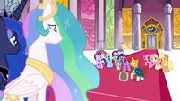 Sunburst addressing Princesses Celestia and Luna S7E25