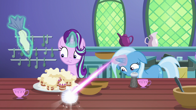 File:Trixie turns sugar bowl into a teacup S7E2.png