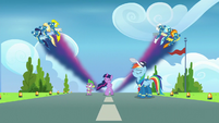 Wonderbolts create Twilight-colored streaks S9E26