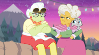 Granny Smith and Goldie glaring at each other EGDS12