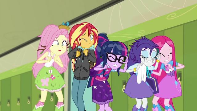 File:Main five watching Rainbow Dash crash SS6.png
