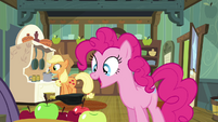 Pinkie Pie drops the apple S4E18