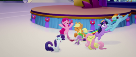 Rainbow drags Twilight into the sky MLPTM