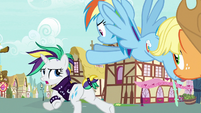 Rarity and friends running to Sugarcube Corner S7E19
