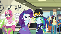 Rarity puts custodian helmet on Rainbow's head EG3