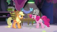 S07E23 Pinkie mówi Applejack jak się czuje