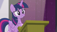 Twilight hears a single clap S5E25